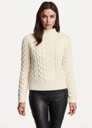 Шикарный тёплый свитер молочного цвета