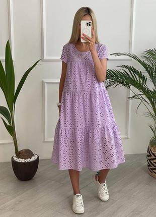 Лиловое платье из прошвы свободного кроя