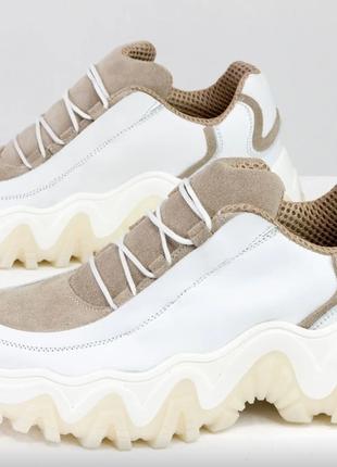 Новинка! дизайнерские белые кожаные кроссовки с замшевыми вставками беж