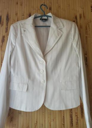 Крутой белый пиджак в полоску