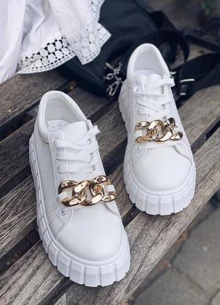 Белые женские трендовые кроссовки с цепью жіночі білі кросівки з цепочкою