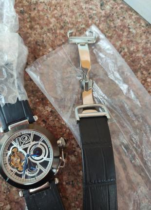 Часы в стиле cartier