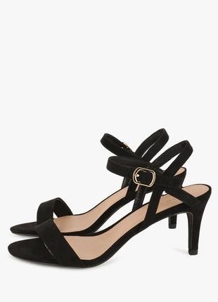 Босоножки чёрные замшевые на низком каблуке