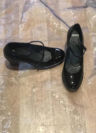 Camper оригинал. лаковые кожаные туфли на каблуке и маленькой платформе. премиум-бренд1 фото