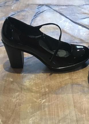 Camper оригинал. лаковые кожаные туфли на каблуке и маленькой платформе. премиум-бренд2 фото