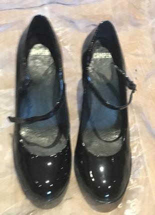 Camper оригинал. лаковые кожаные туфли на каблуке и маленькой платформе. премиум-бренд3 фото