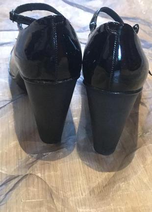 Camper оригинал. лаковые кожаные туфли на каблуке и маленькой платформе. премиум-бренд4 фото