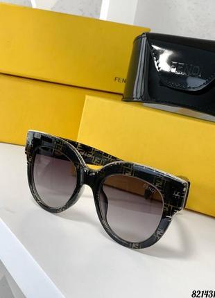 Шикарный комплект очки футляр салфетка с логотипами