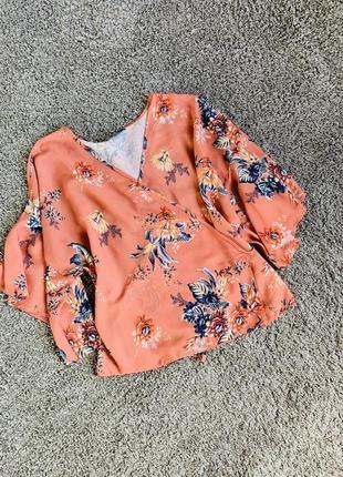 Красивая блузка на запах в цветочный принт,хит сезона