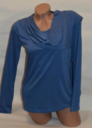 Кофточка красивого голубого цвета с пришитым шарфом.