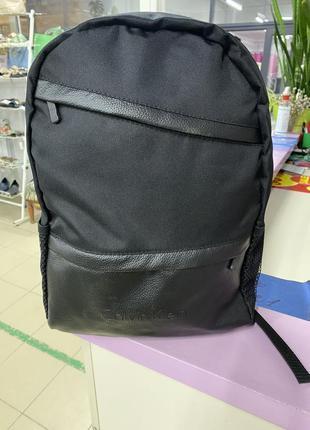 Черный базовый рюкзак со стильными кожаными элементами