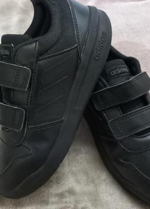 Кроссовки,мокасины фирменные кожаные мал.35р.adidas индонезии