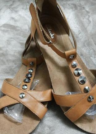 Босоножки фирменные кожаные жен.41р.clarks индии