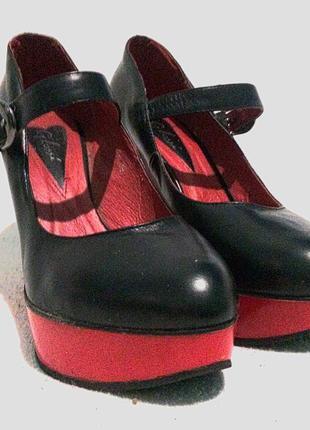Шикарные туфли на танкетке