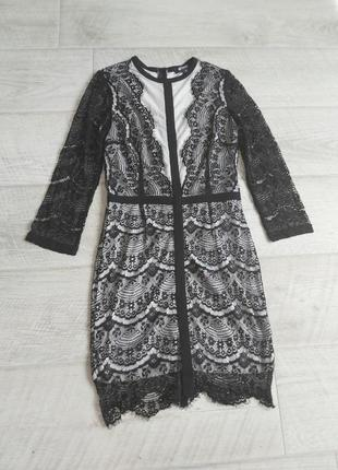 Чёрно- белое кружевное платье