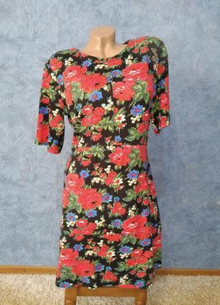 Шикарное платье миди прямого кроя с цветами