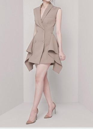 Платье-блейзер без рукавов с оборками