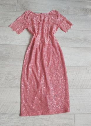 Розовое вечернее платье с пайетками и кружевом