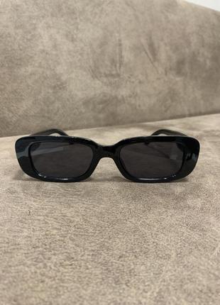 Стильные актуальные чёрные солнцезащитные прямоугольные очки унисекс