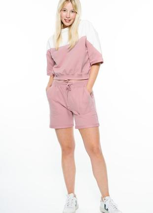 Кроп костюм айвори с розовым colo