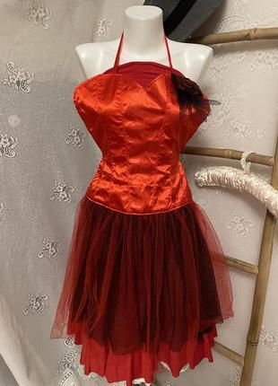 Красивый нарядный необычный красный фартук фатин