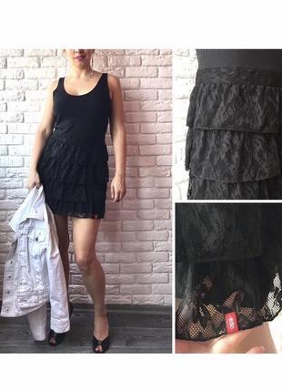 Кокетливое чёрное платье с гипюровой юбкой