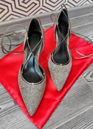 Туфли лодочки на шпильке блестящие хамелеон на завязках с острым носком тренд сезона германия размер 37 серебрянные