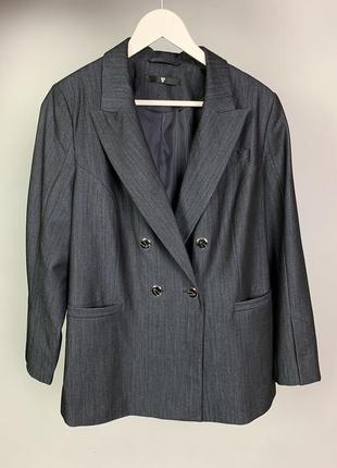 Крутой двубортный пиджак прямого кроя