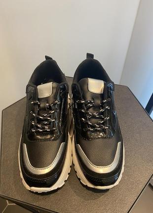 Стильні кросівки фірма mohito! cупер якість!