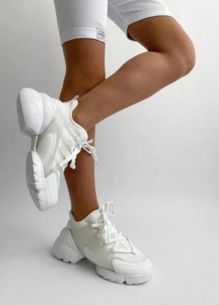 Белые женские кроссовки под известный бренд жіночі білі кросівки