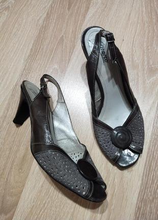 Акция 1+1=3🤑🤩шикарные кожаные открытые туфли,лаковые со вставками замши 38-39p