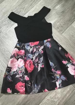 Красивое платье в актуальный цветочный принт