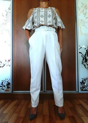 Базовый комплект белоснежные брюки+блуза с открытыми плечами