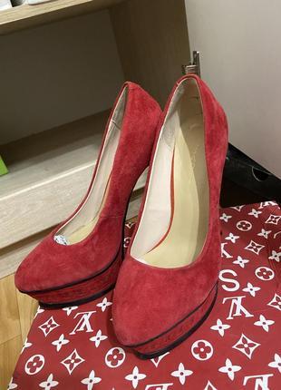 Красные туфли на высоком каблуке замш