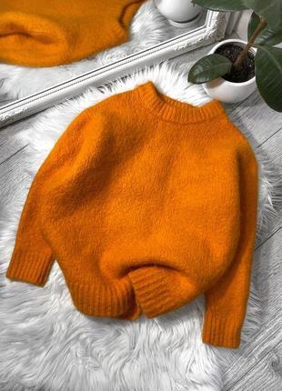 Тёплый оранжевый свитер
