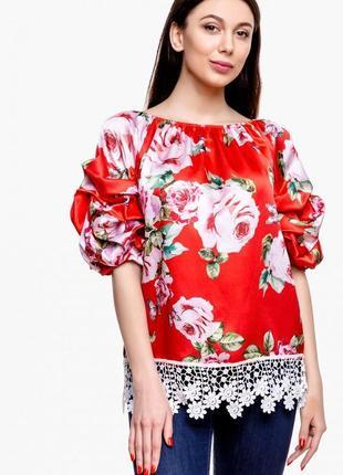 Красивая яркая блуза с кружевом