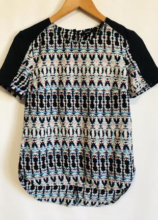 Блузка с орнаментом ровного кроя маленький размер