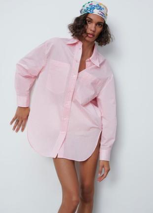 Классная розовая рубашка с принтом на спине