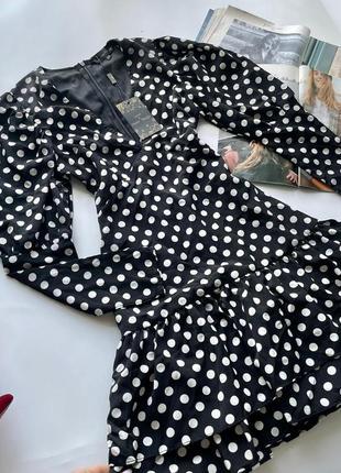 👗короткое чёрно-белое платье в горох с декольте/чёрное платье в горошек с рюшами длинный рукав👗