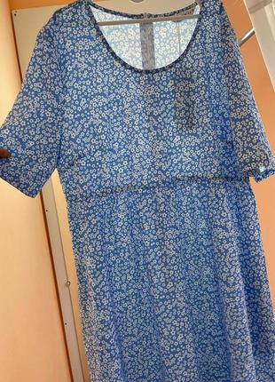 Голубое платье  в белый цветочек