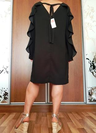 Новое черное платье с воланами на рукавах