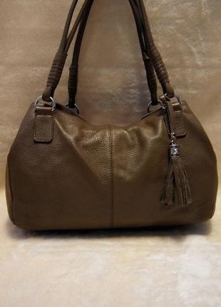 Кожаная красивая среднего размера сумка рука,локоть,плечо 100% мясистая кожа