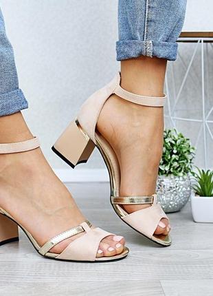 Стильные женские босоножки летние туфли на небольшом каблуке