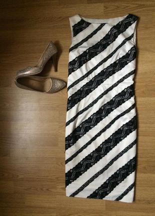 Черно-белое платье с кружевными вставками
