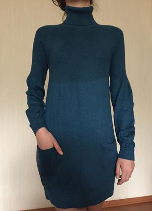Шерстяное платье изумрудного цвета