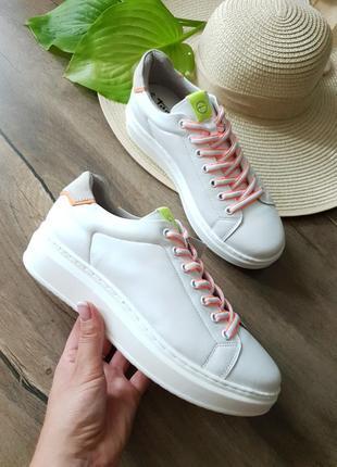 Белые кроссовки tamaris, германия натуральная кожа 39,5размер