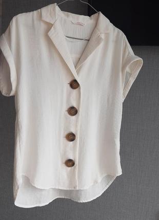 Стильная блуза с большими пуговицами