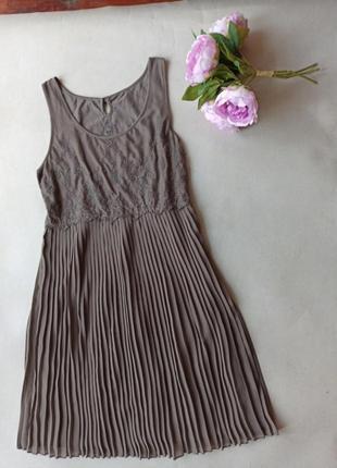Фирменное качественное платье плиссе esprit