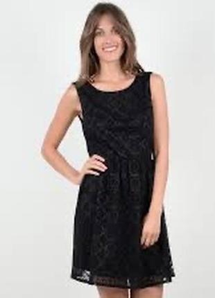 Кружевное вечернее платье