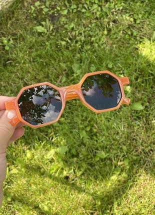 Стильні сонцезахисні окуляри на літо 20212 фото